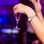 djevojka alkohol čaša ilustracija