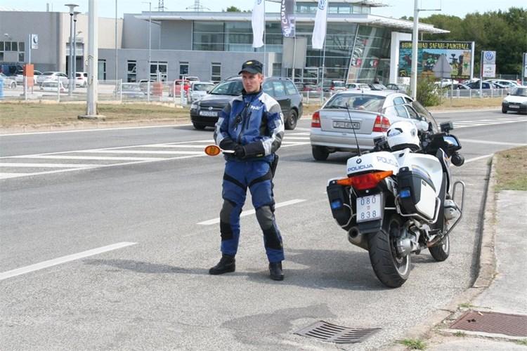 mup policija policajac motor