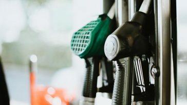 benzinska postaja crpka ilustracija