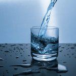 voda čaša ilustracija