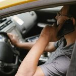 mobitel u vožnji vozač