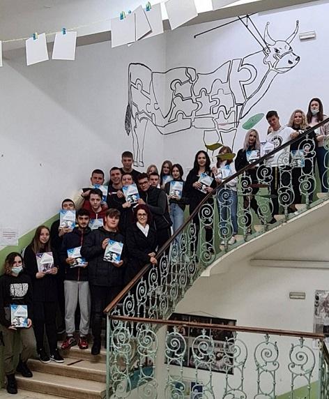 KAtarina Justić s učenicima SRednja škola MAte Balota
