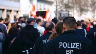 policija polizei njemačka ilustracija unsplash