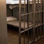 zatvor policija ilustracija pexels