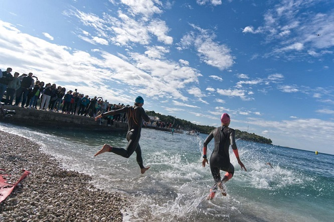 plava laguna triatlon 2021 plivanje