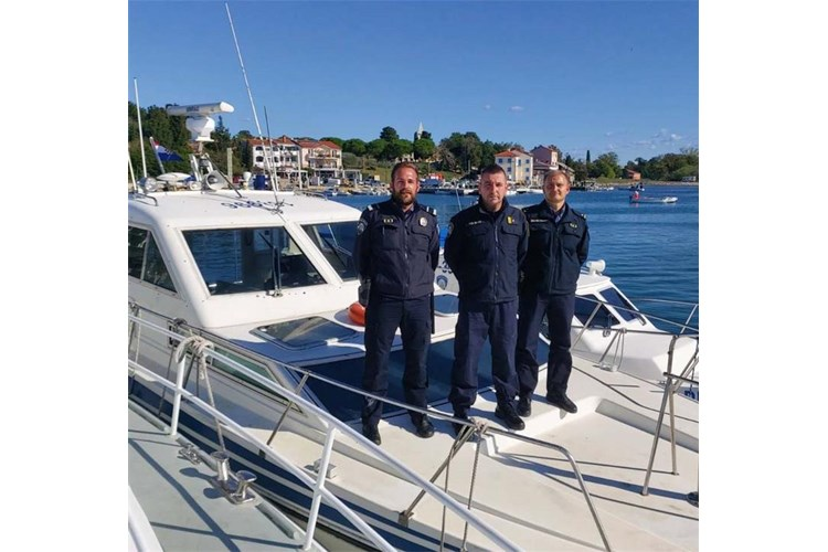 policaci pomorski savudrija požar ribarica