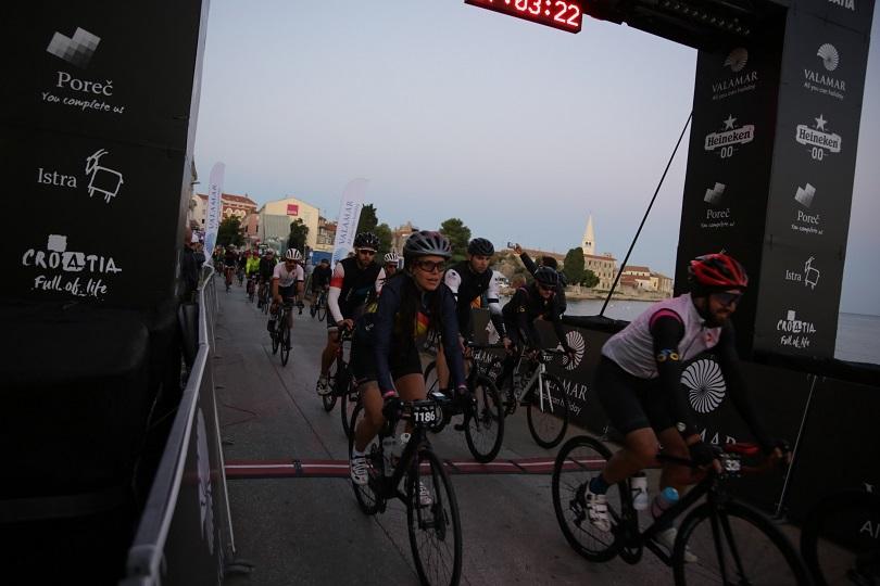 više od 800 biciklista u poreču startalo utrka istria300